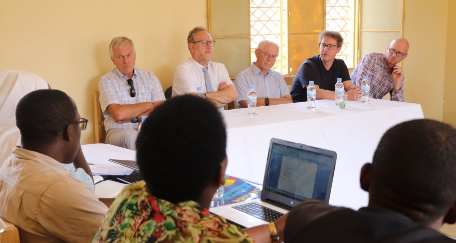 Herman Van Rompuy meets school leaders in Rwamagana District