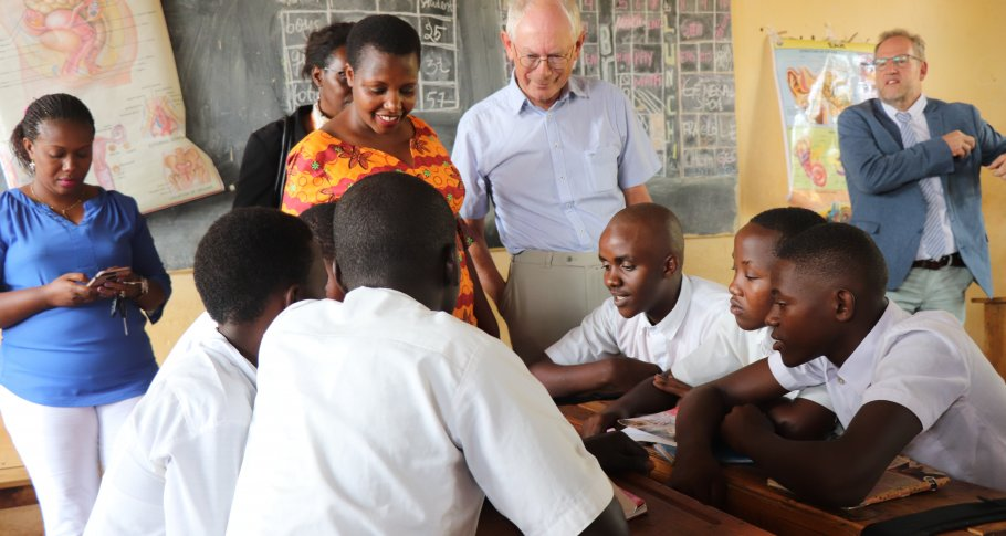 Herman Van Rompuy chats with students at Duha Complex School