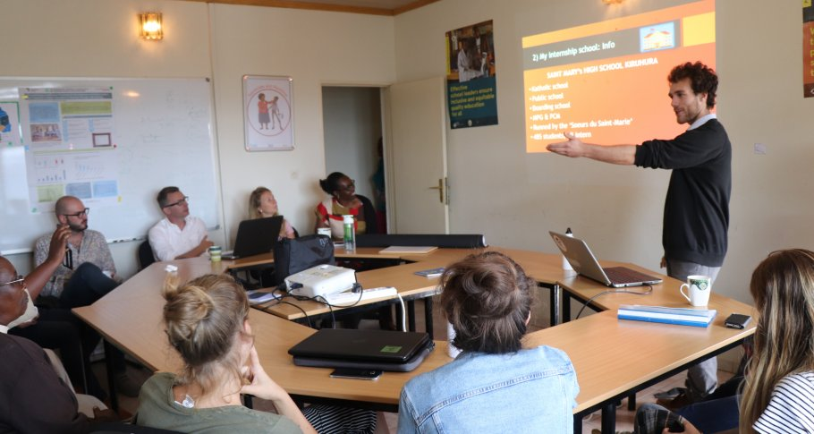 VVOB_Rwanda_Belgian students experience science teaching in Rwanda